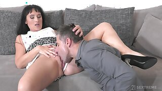 Brunette aunt likes the nephew to lick say no to before penetrate say no to