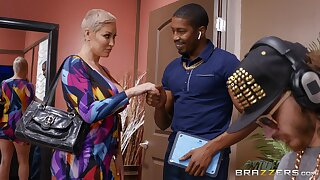 Doyen blonde dame Ryan Keely tries a juicy BBC on for room