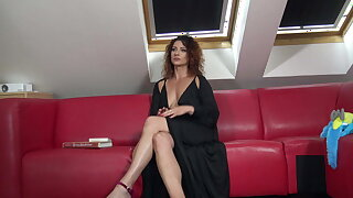 Hot MILF with tight pussy deprived of bra and panties reads a book
