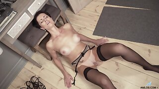 Daryna drops her clothes to twitting coupled with plays with her muddied snatch